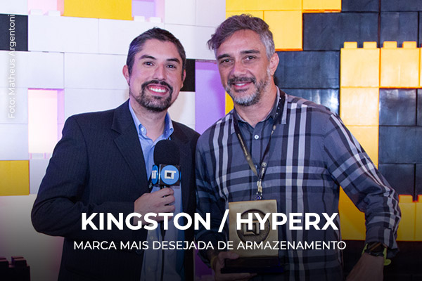 Entrega do prêmio para a Kingston